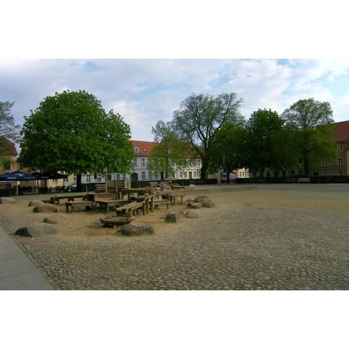 Bild 3: Am Neuen Markt - Matschspielplatz