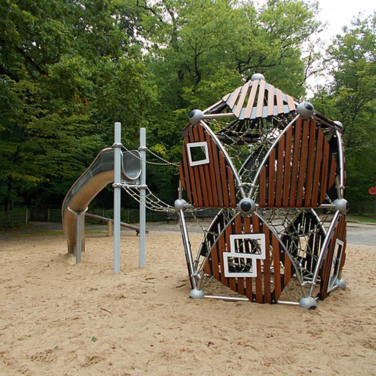 Bild 1: Spielplatz Burg Wissem