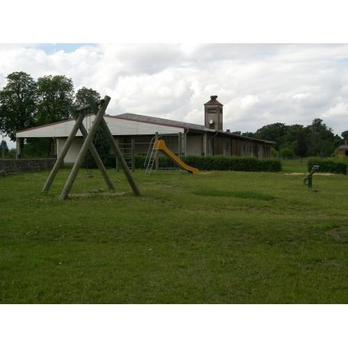 Bild 1: Dorfspielplatz