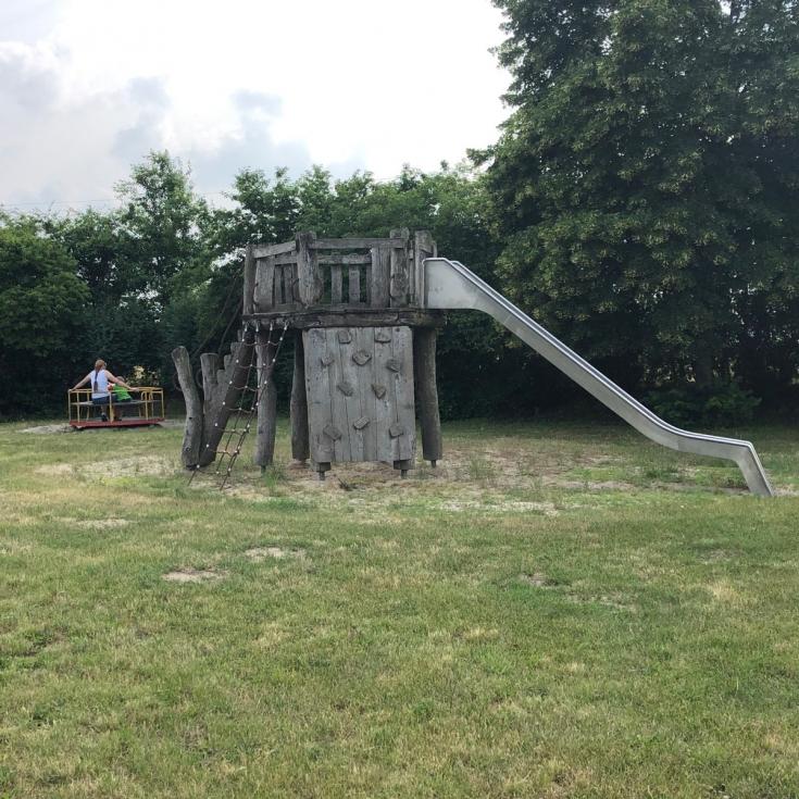 Bild 1: Elefantenspielplatz