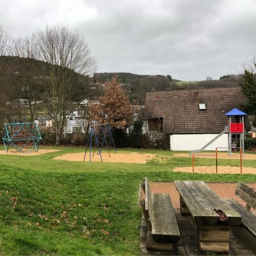 Bild 1: Großer Spielplatz