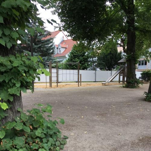 Bild 1 zum spielplatz haltestelle br hler garten in erfurt for Garten in erfurt