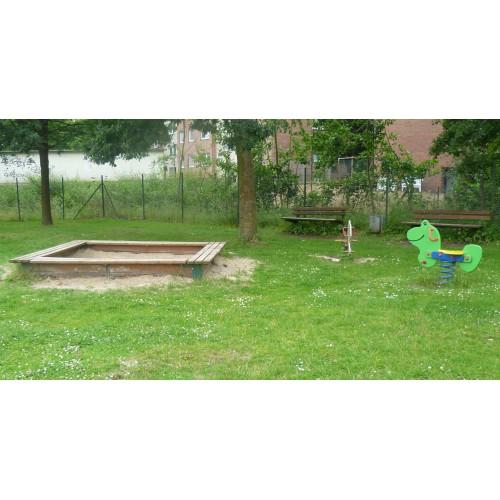 Bild 2: Hinterhofspielplatz Kohr