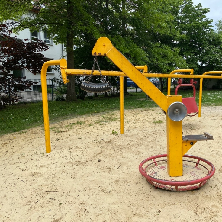 Bild 2: Spielplatz mit Lore