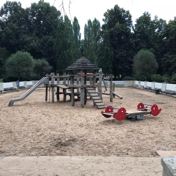Bild 2: Karl-Schwering-Platz