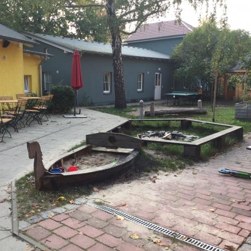 Bild 1 zum spielplatz kiezcaf im mehrgenerationenhaus for Mehrgenerationenhaus berlin