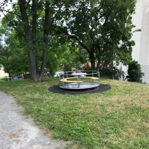 Bild 4: kinderspielplatz alte Schule