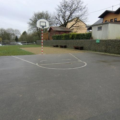 Bild 4: Kinderspielplatz Brunnenplatz Olk