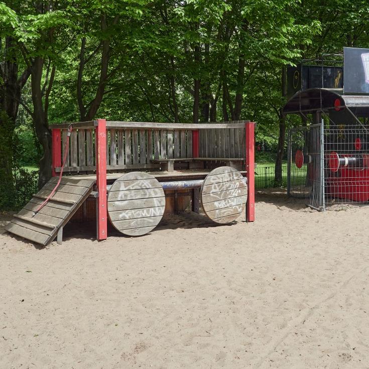 Bild 4: Lokomotivspielplatz