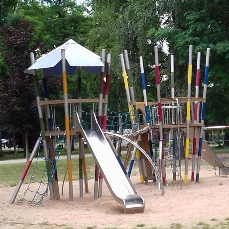 Bild 2: Spielplatz im Schützenpark