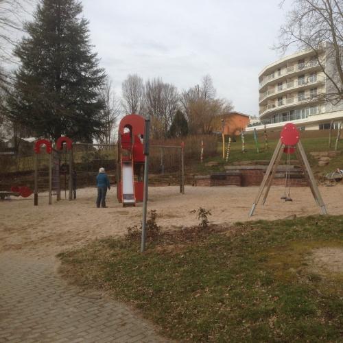 Bild 1: Kinderspielplatz im Kurpark