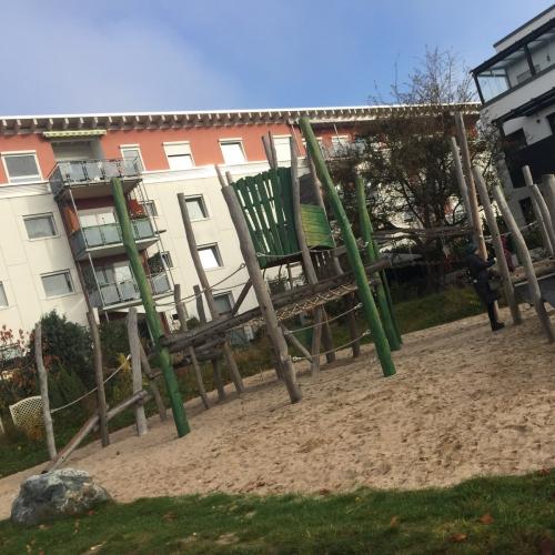 Bild 1: Spielplatz Baumgarten