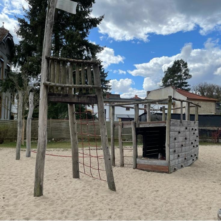 Bild 1: Piratenspielplatz