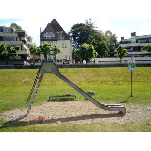 Bild 2: Rutsche am Rhein