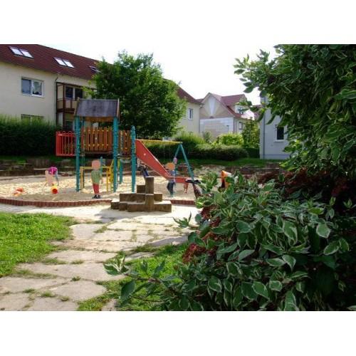 Bild 2: Sandspielplatz im Wohngebiet