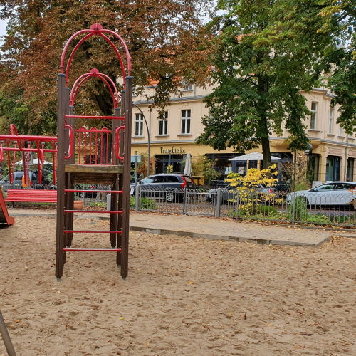 Bild 4: Spielplatz am Karlplatz