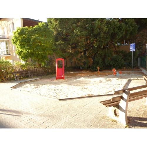 Bild 1: Spielplatz am Dornröschenweg