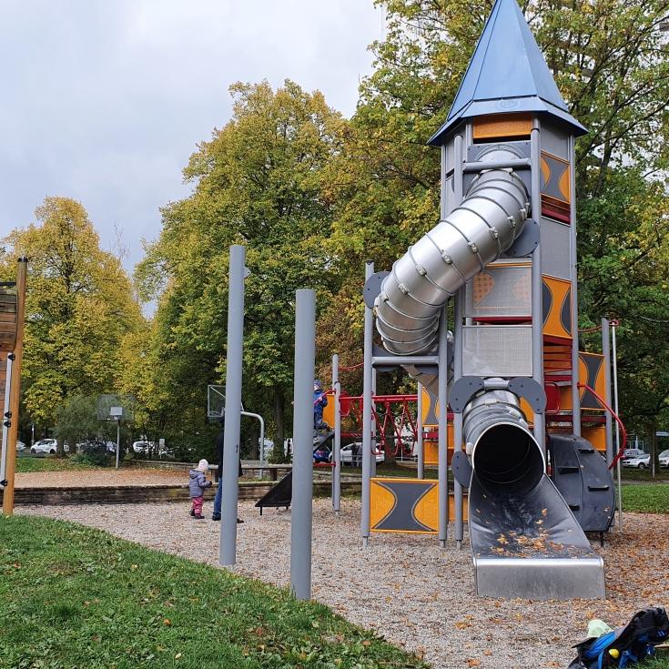 Bild 1: Spielplatz am Solferinoweg im Fasanenhof
