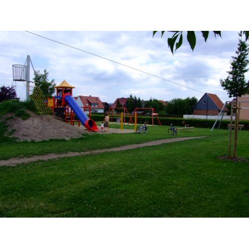 Bild 2: Spielplatz am tegut...