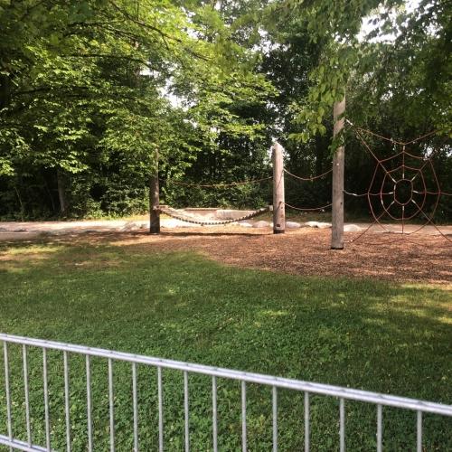 Bild 4: Spielplatz am Wald