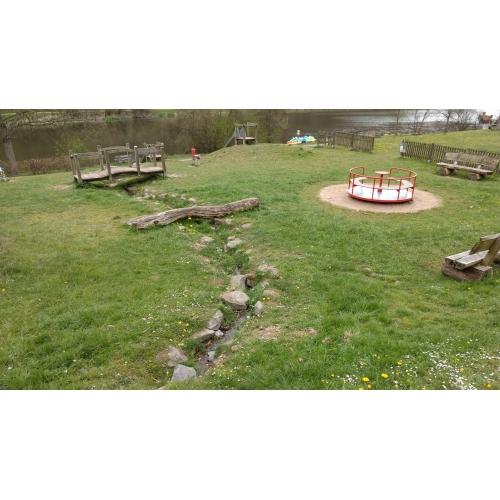 Bild 2: Spielplatz am Waldsee