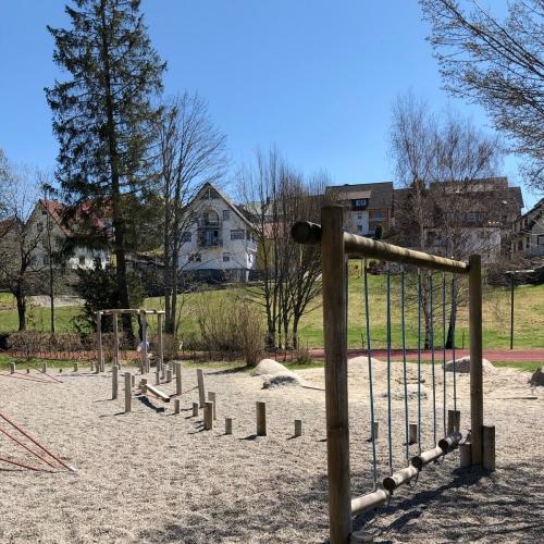 Bild 6: Spielplatz an der Schule