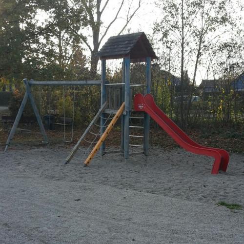 Bild 1: Spielplatz beim Haus am See