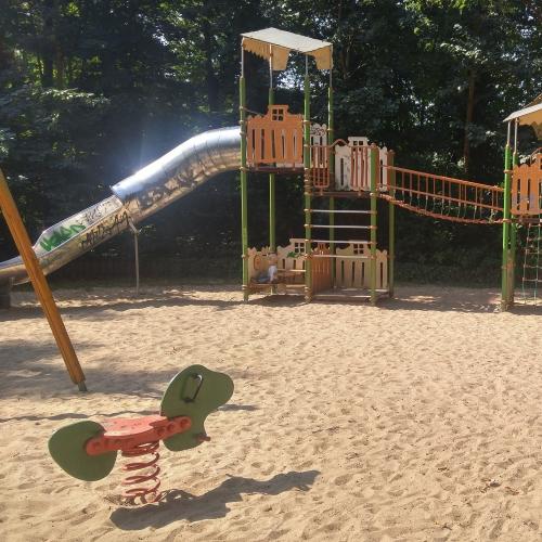 Bild 1: Spielplatz Ernst-Grube-Park