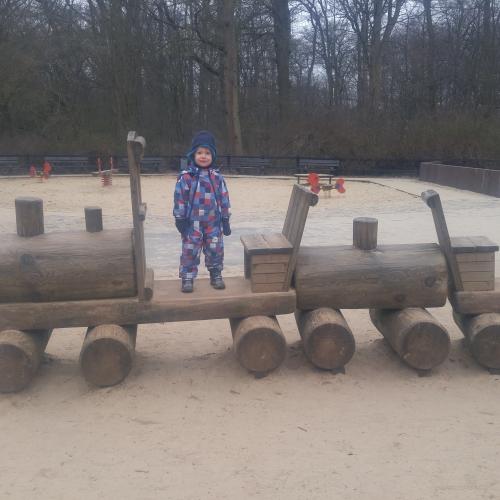 Bild 1: Spielplatz im Buergerpark nah Emmasee