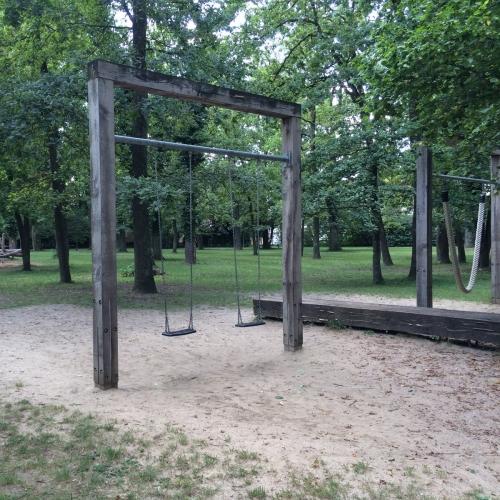 Bild 2: Spielplatz im Lohwald