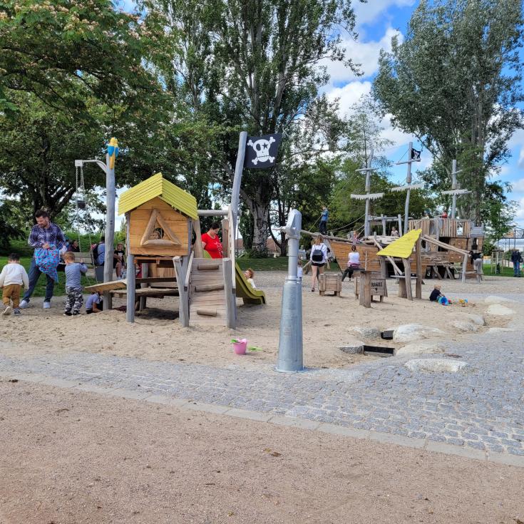 Bild 2: Spielplatz im Rheinpark