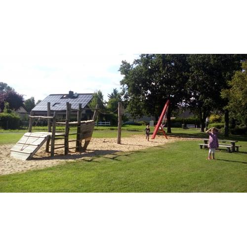 Bild 1: Spielplatz An der Schule