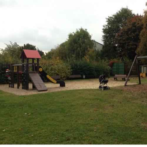 Bild 1: Spielplatz in der Kleingartenanlage