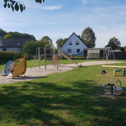 Bild 1: Spielplatz Moorweide