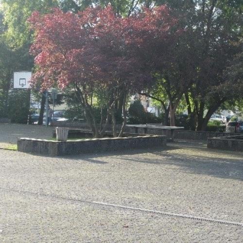 Bild 2: Spielplatz Realschule