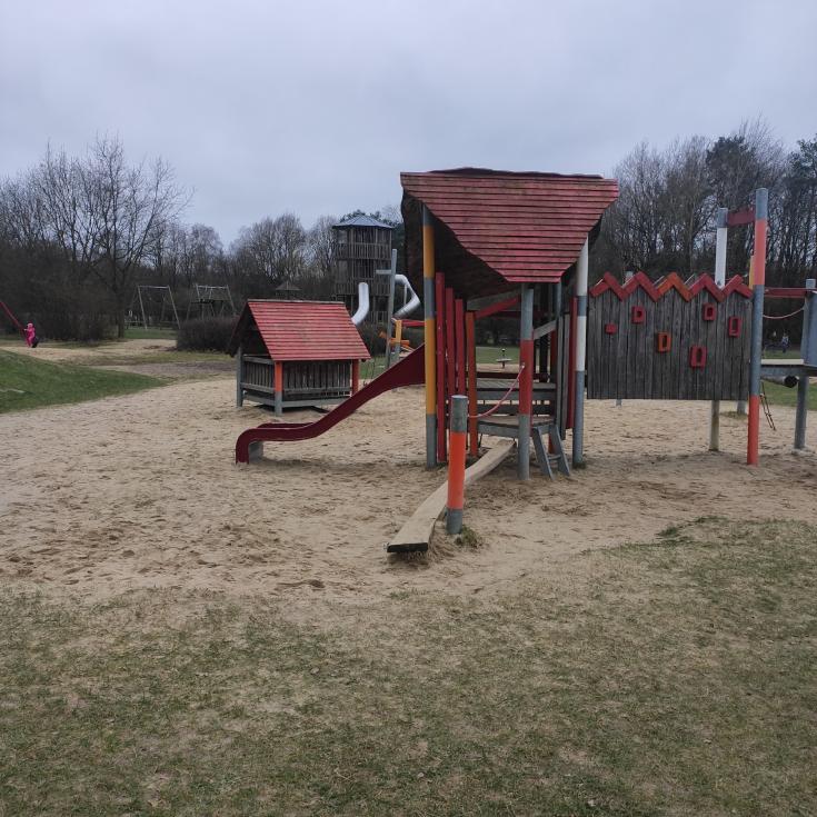 Bild 1: Spielplatz im Walter-Peters-Park