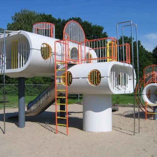 Bild 1: Spielskulptur am Schillerteich