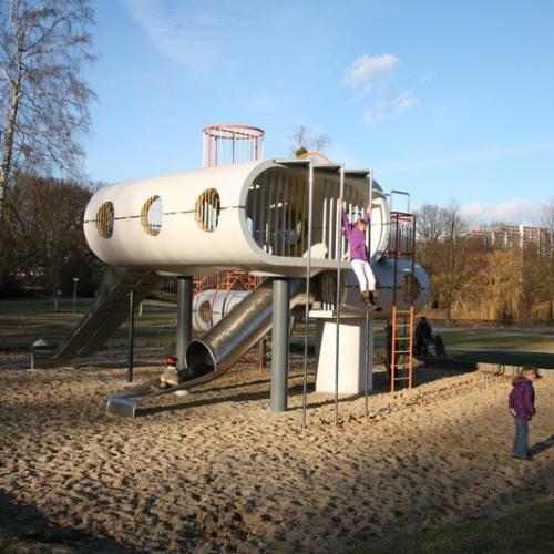 Bild 2: Spielskulptur am Schillerteich