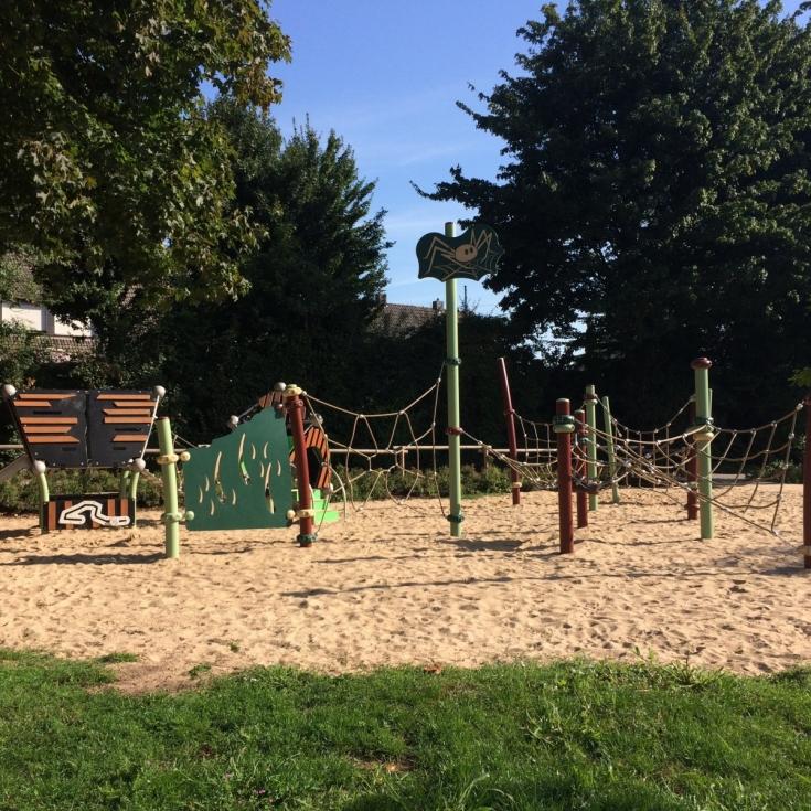 Bild 1: Spinnen-Spielplatz
