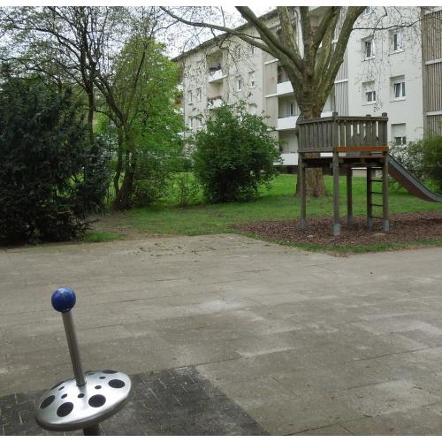 Bild 2: Stresemannstraße - zwischen Wohnhäusern