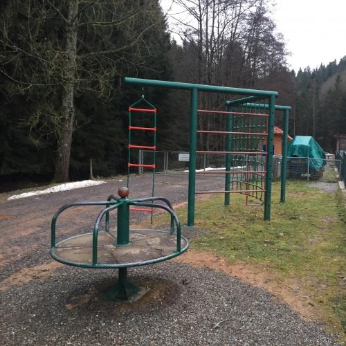 Bild vom Spielplatz anzeigen.