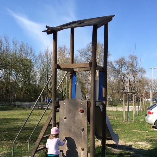 Bild 2: Spielplatz bei der Feuerwehr